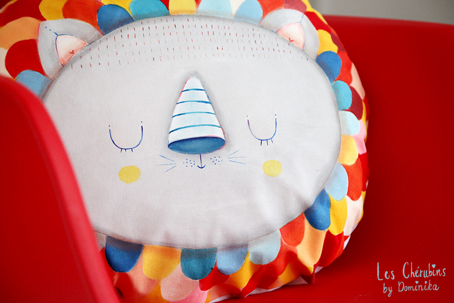 "hand painted cuddle pillow ""Lion Filip"""