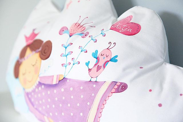 I just love making these custom angel pillows #lescherubins #dominikabozic #lescherubinsbydominika #lescherubinsart #handpaintedpillow #cloudpillow #giftforbaby #nurserydecor #nurserypillow #angelpillow #nurseryinspo #girlsnurserydecor #customangelpillows