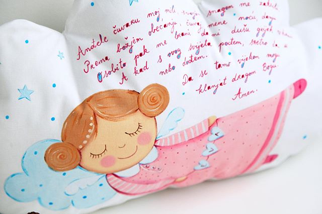 "💕 Hand painted cloud pillow with prayer ""Andjele cuvaru"" 💕 #lescherubins #dominikabozic #lescherubinsbydominika #lescherubinsart #handpaintedpillow #cloudpillow #giftforbaby #nurserydecor #nurserypillow #angelpillow #nurseryinspo #girlsnurserydecor #personalizedgifts"