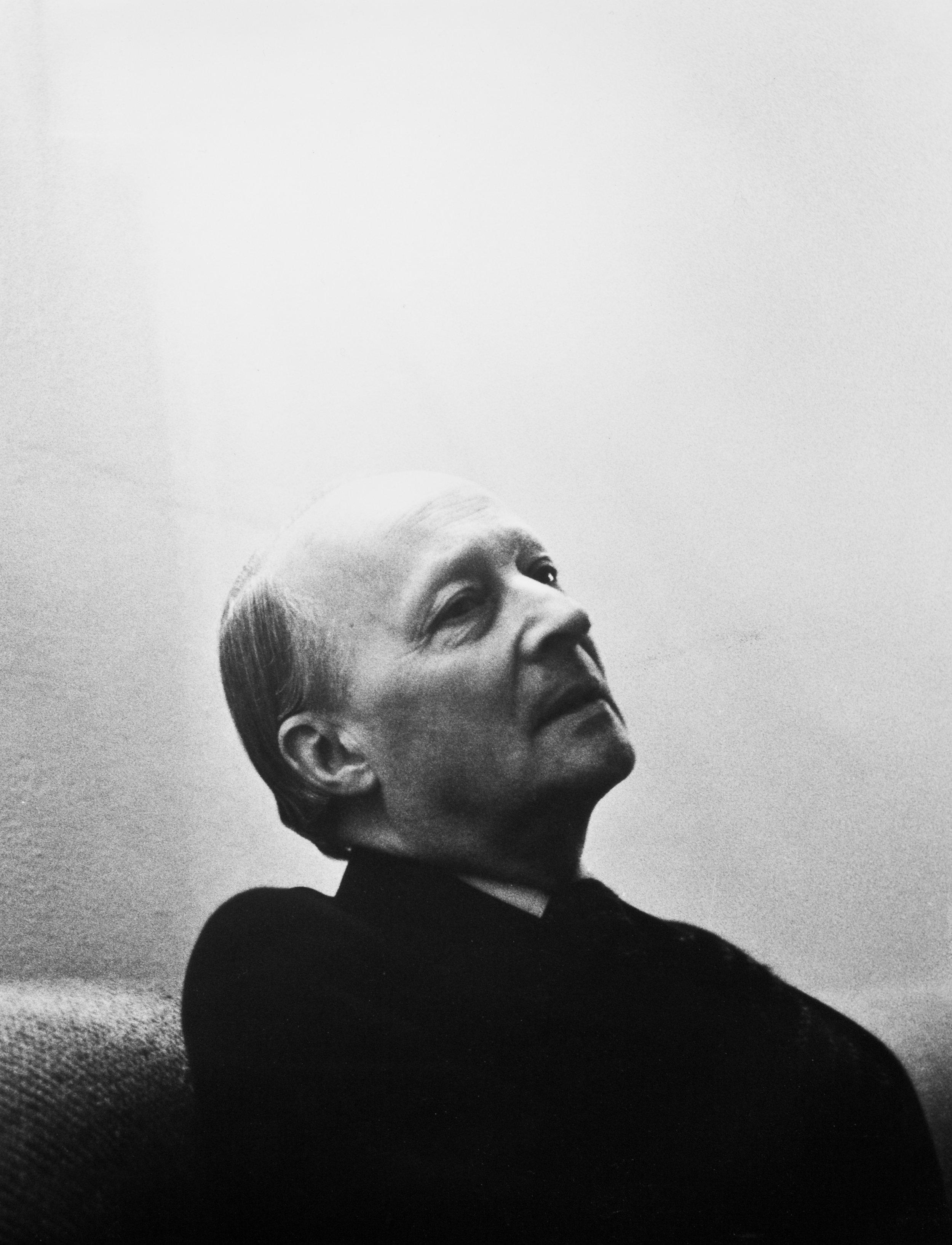 Witold Lutosławski w domu.jpg