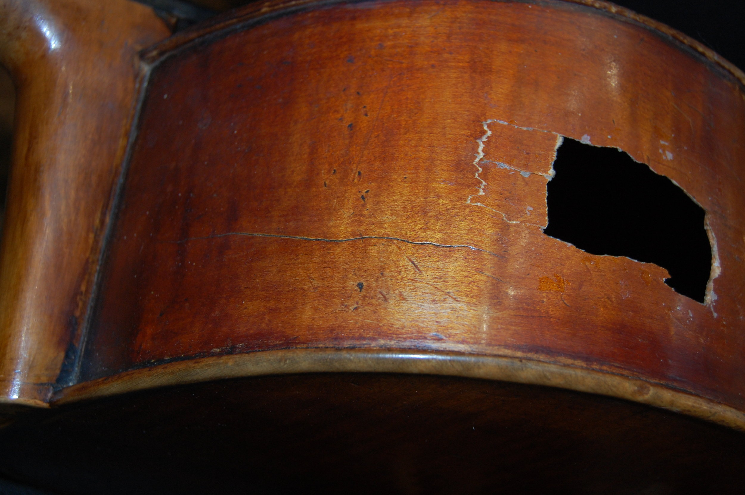 As Jonathan removed the front of the cello, he discovered that this had previously been repaired and that the whole area was plastered with modern synthetic glue. This glue needed to be painstakingly heated up and picked off until it was back to bare wood as nothing will stick to the synthetic glue and it is not water soluble.