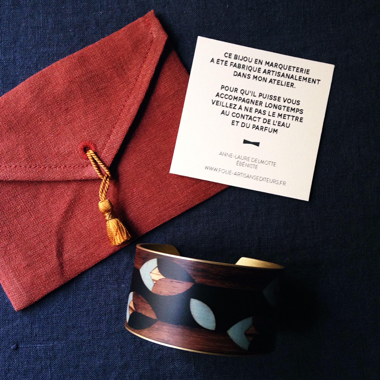 manchette-bois-marqueterie-bijoux-floral-pochette.jpg