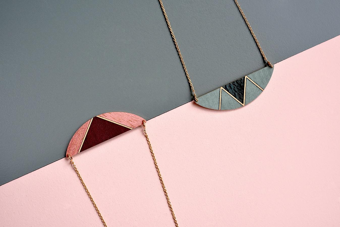 Collier-bois-demi-lune-triangle.jpg