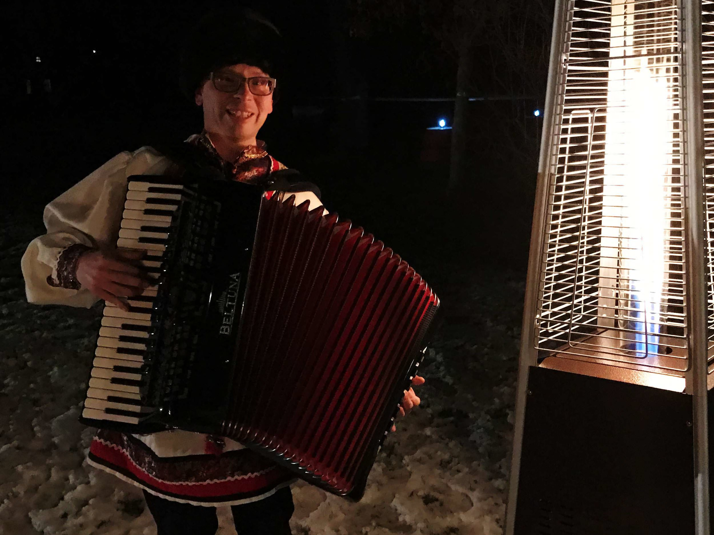 acordian-player-russian-new-years-eve-party-on-boston-ma-with-harrington-events.jpg