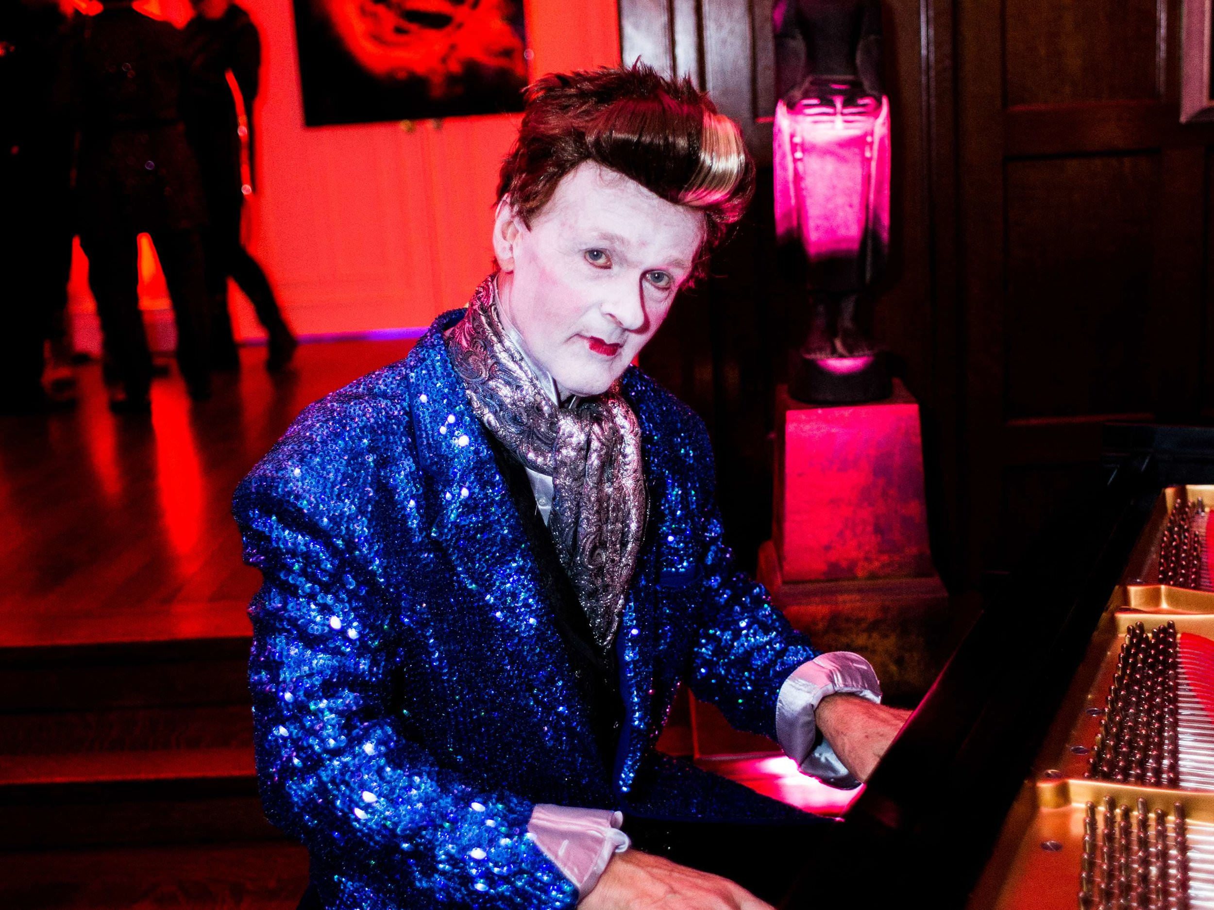 hunger-games-piano-player-at-halloween-party-in-boston-ma-with-harrington-events.jpg