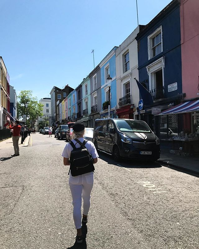 A girl on a mission....to get the perfect shot of Portobello Road 📸 #London #travel #travelondon #londres #portbelloroad #nottinghill #photography #freepeople #brandymelville #stevemadden #nikon #houses #design
