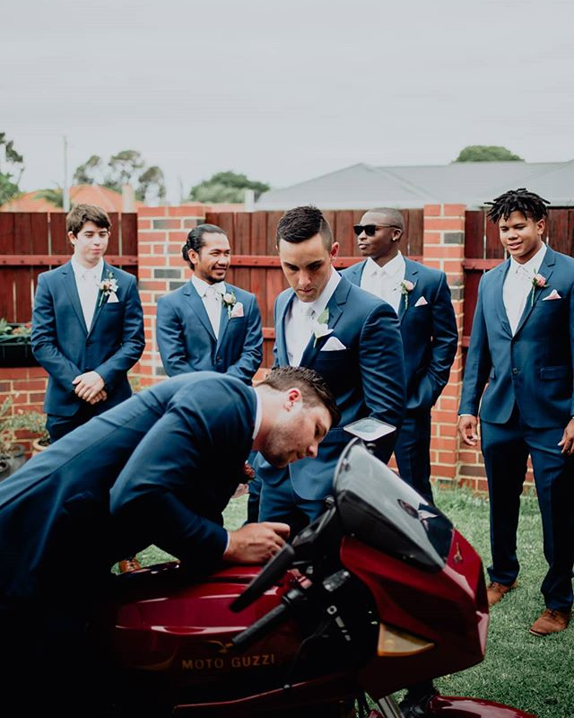 When you gotta troubleshoot with your #groomsmen 🔧  #loveintentionally #perthweddingphotographer #makeadventure #visualcoop #loveauthentic #filmpalette #littlethingstheory #adventurealways #portraitcollective #chasinglight #makingmoments #adventuresession #couplesession #coupleshoot #couplegoals #engagement #junebugweddings #photobugcommunity #letstellyourstory