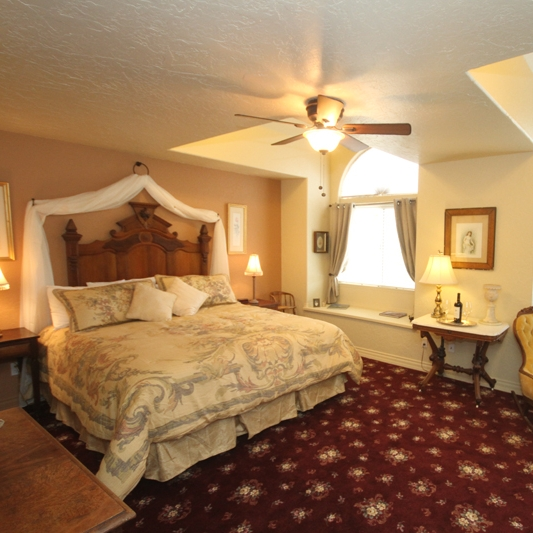Carriage Vineyards  - Paso Robles is home to over 250 wineries, tasting rooms and vineyards. Wouldn't you love to wake up among the vines? Carriage Vineyards B&B is on a real working vineyard and horse ranch.