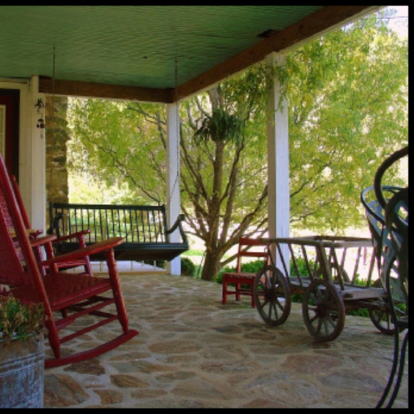 Reba's Farm Inn  - A unique inn of casual elegance with great views, beds, food, and resort like amenities. Reba Farm Inn is family owned and operated to give our guests the very best in personalized service.