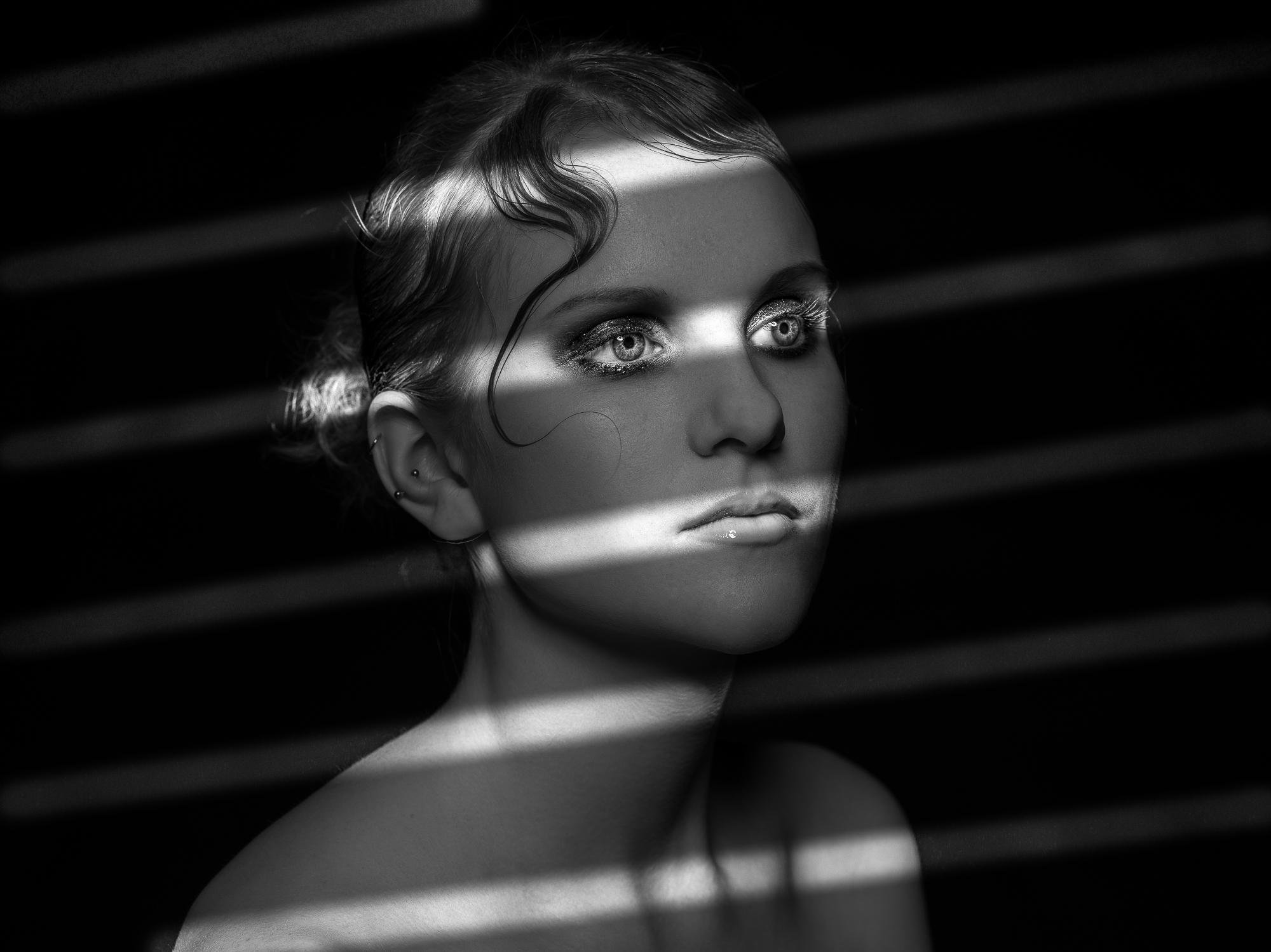 20190406-20190406-B0000156-Sophie_to print-Film Noir_Sophie_Test 7.jpg