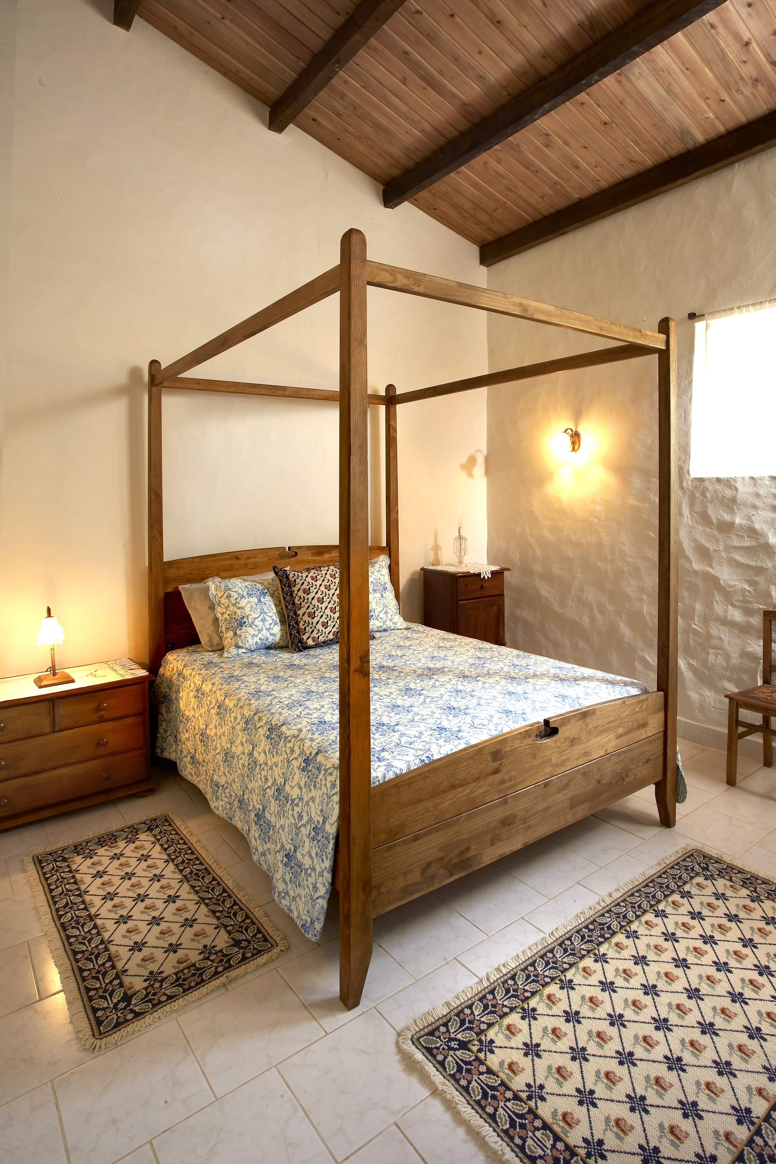 06_Main House Master Bedroom.jpg