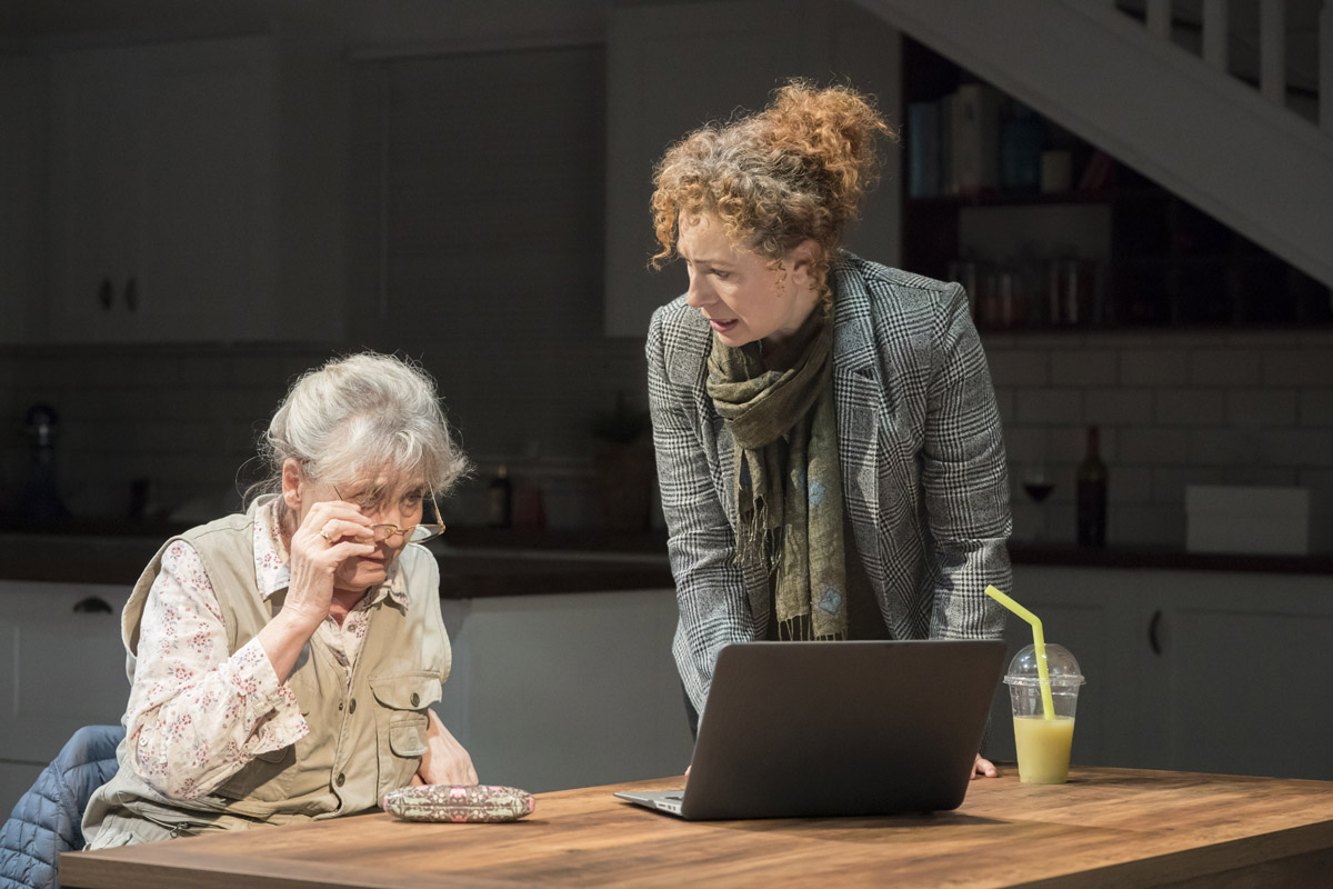 Margot Leicester (Roberta) and Alex Kingston (Sherri) (2) – photo credit Johan Persson.jpg
