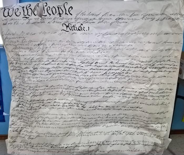 Herramienta didáctica para el primer nivel del módulo de gobernanza. Usado para enseñar sobre la Constiución de los Estados Unidos. Hecho de papel y marcador.