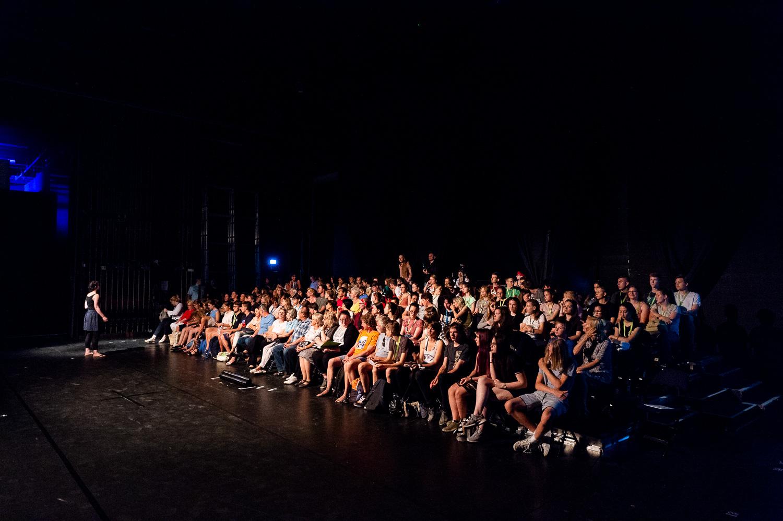 Zittau, 06.06.2018. Gerhart-Hauptmann-Theater Goerlitz-Zittau.Internationales PASCH-Schuelertheaterfestival.»Was? Schon 10 Jahre?!?« – Geschichten von der Zeit, wie sie vergeht und was das mit uns macht.Auf dem abwechslungsreichen viertaegigen Programm steht naturgemaess auch die interkulturelle, spielerische Begegnung der Schuelerinnen und Schueler aus den verschiedenen Laendern.Das Theaterfestival 2018 wird in Kooperation mit dem Gerhart-Hauptmann-Theater Zittau durchgefuehrt, das ueber langjaehrige internationale Kooperationserfahrungen verfuegt und insbesondere im Rahmen der Initiative J-O-S, die ihren Namen den Initialen der drei markanten Berge des Dreilaenderecks Jested (Jeschken) - Oybin - Sniezka (Schneekoppe) verdankt, junge Theatermacher/innen aus Deutschland, Tschechien und Polen zusammenbringt. Und dieses Jahr spielen – dank PASCH – noch drei weitere Laender Mittelosteuropas mit: die Slowakei, Litauen und schliesslich Ungarn, das mit zwei Theatergruppen der Fit-Schulen Revai Miklos Gimnazium Gyor und   Kossuth Lajos Gimnazium Debrecen stark vertreten ist.Das PASCH-Theaterfestival der Fit-Schulen Mittelosteuropas findet 2018 im Rahmen der Feierlichkeiten zum 10-jaehrigen Jubilaeum der PASCH-Initiative statt.//Foto: Pawel Sosnowski www.pawelsosnowski.com