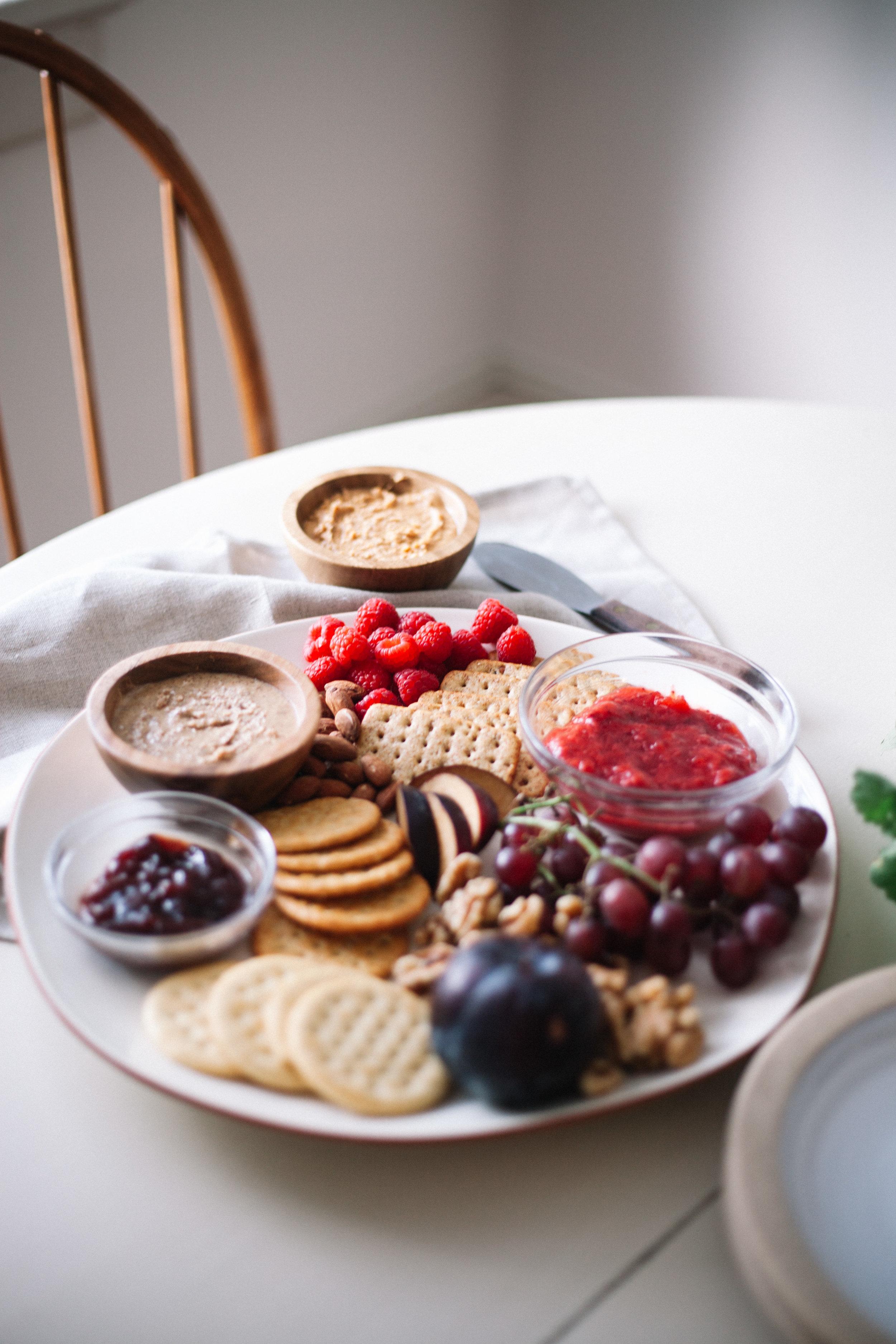 make your own adventure pb + j cracker sandwiches