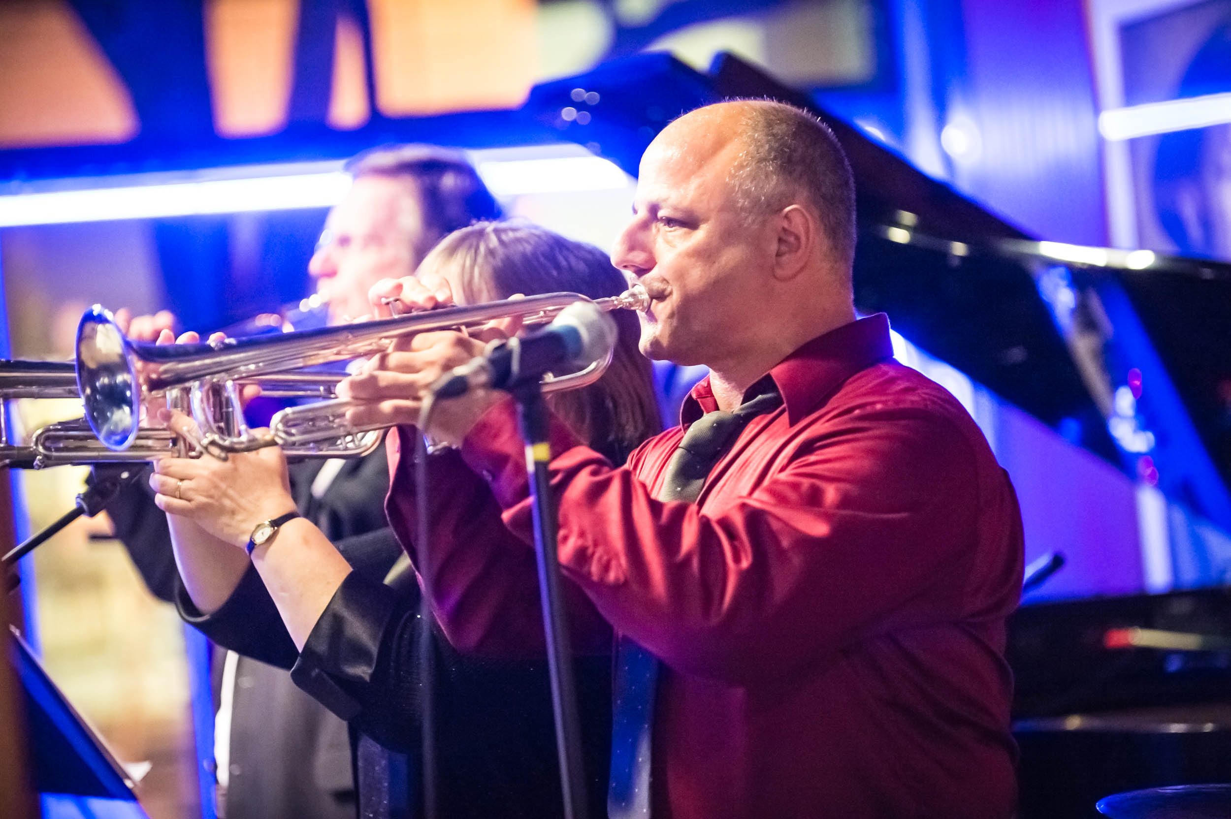 Maura Wayman Photography, Photography, Corporate Photography, stock, stock images, Massachusetts, Boston, Metro West, man, band, Ryles, Music, evening, outside, singer, performer, nightclub, trumpet, musician