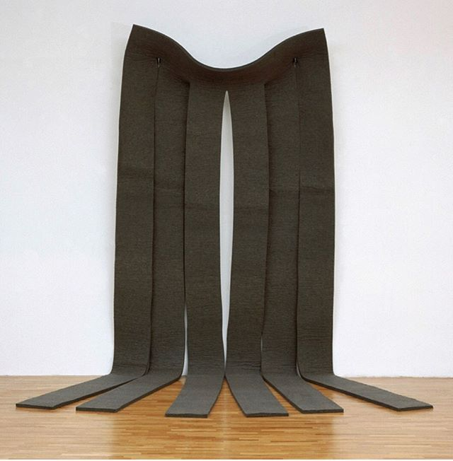 "Robert Morris, ""Untitled,"" 1969.  In the 1960s, minimalist Robert Morris started to use felt for his sculptural work. He appreciated how the material's properties, such as it's malleability, and how it interacted with the space. He was interested in the corporeal aspects of felt, its ""skinlike"" qualities, as it resonated with his interest in experimental dance that started in the 1950s. #tbt #history #minimalism #felt #morris #varaart"