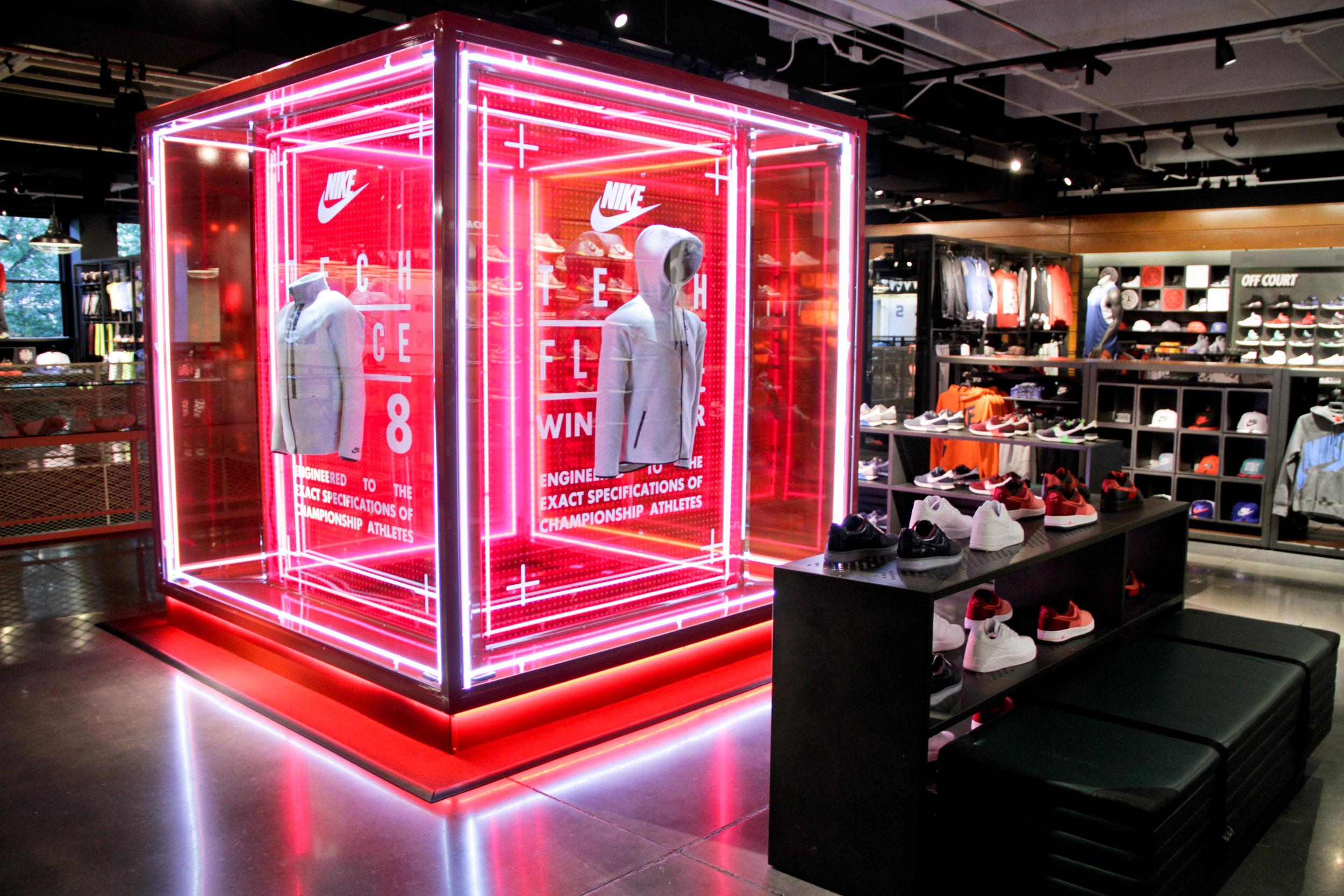 SET CREATIVE |  Nike