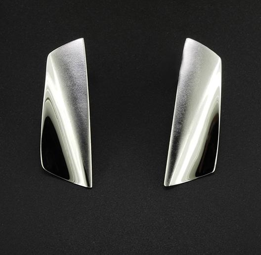JamesBradshaw-Goldsmith-Earrings-2.jpg