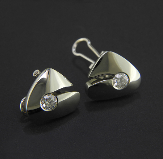 JamesBradshaw-Goldsmith-Earrings-3.jpg
