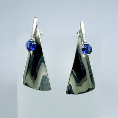JamesBradshaw-Goldsmith-Earrings-5.jpg