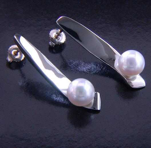 JamesBradshaw-Goldsmith-Earrings-11.jpg