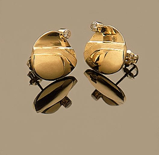 JamesBradshaw-Goldsmith-Earrings-19.jpg