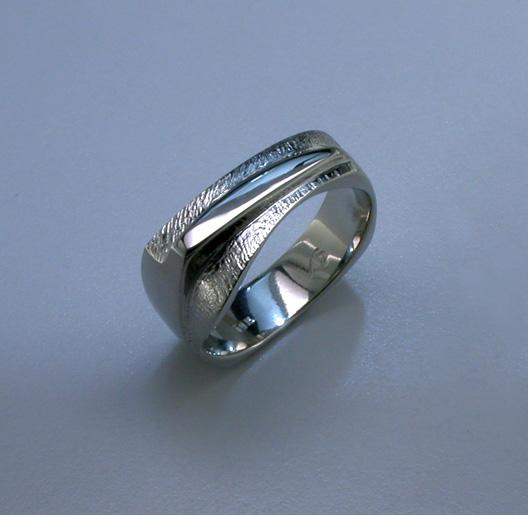 JamesBradshaw-Goldsmith-Gold-and-Diamond-Bandring5.jpg