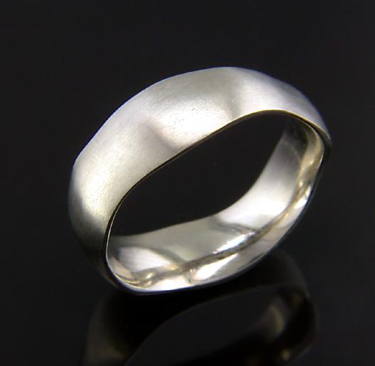 JamesBradshaw-Goldsmith-Gold-and-Diamond-Bandring8.jpg