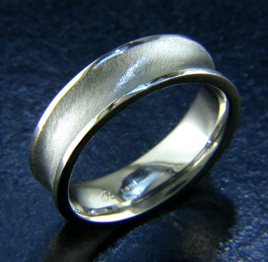 JamesBradshaw-Goldsmith-Gold-and-Diamond-Bandring12.jpg