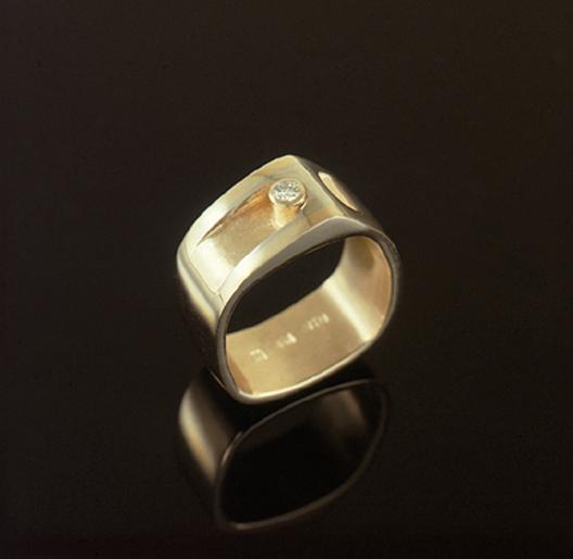 JamesBradshaw-Goldsmith-Gold-and-Diamond-Bandring19.jpg