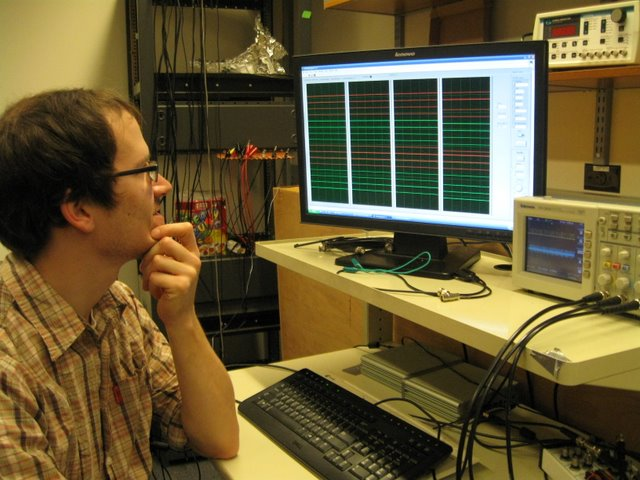 Meister Lab: Tobi Sutz is using one of a collection of programs created to record and visualize 64 channels of electrophysiological data. This particular program works with a wired version of the Litke device.