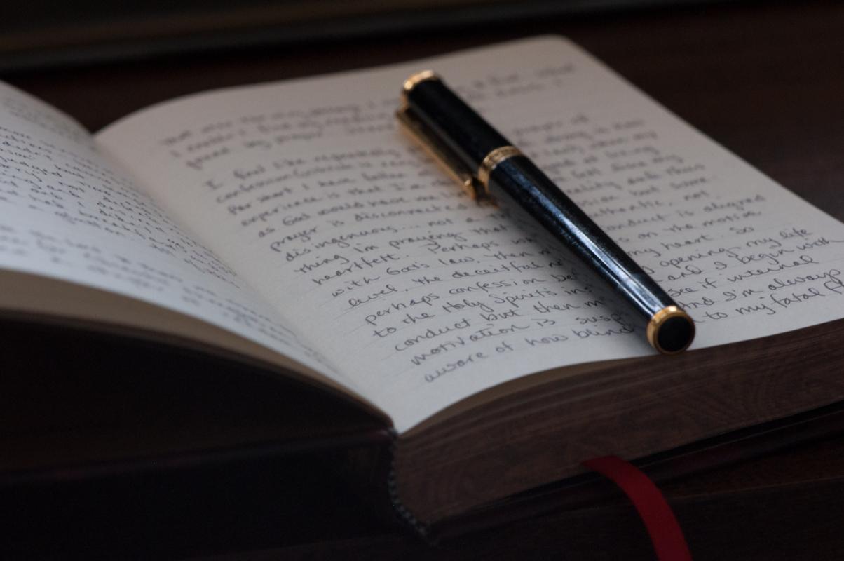 Journal-Keeping-journal-and-pen