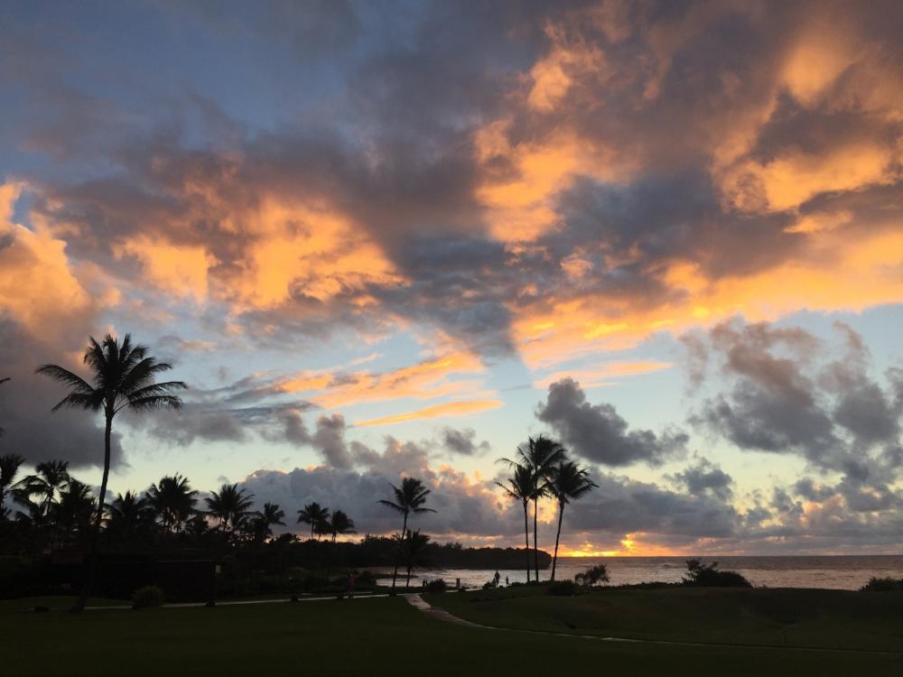 sunrise_kauai_shadows_in_clouds_1723.jpg