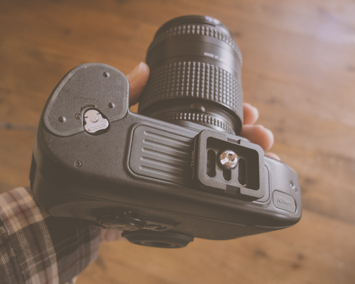 The small ball-head plate is attached to camera using a hex key (two included) or by using a coin.