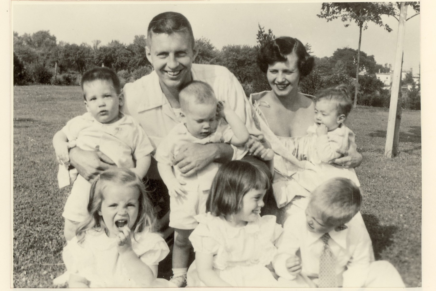 Pat Johnson surrounded by her 6 children. Fun fact: She gave brith to all of them in just 4 years and 8 months!