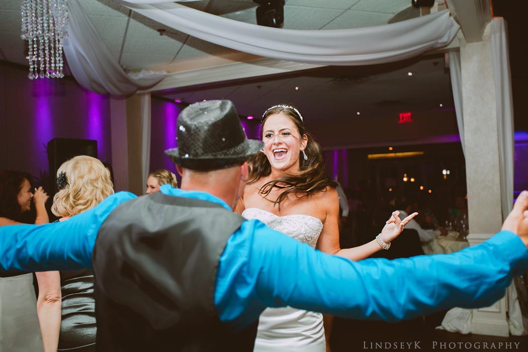 dancing-bride-photojournalism.jpg