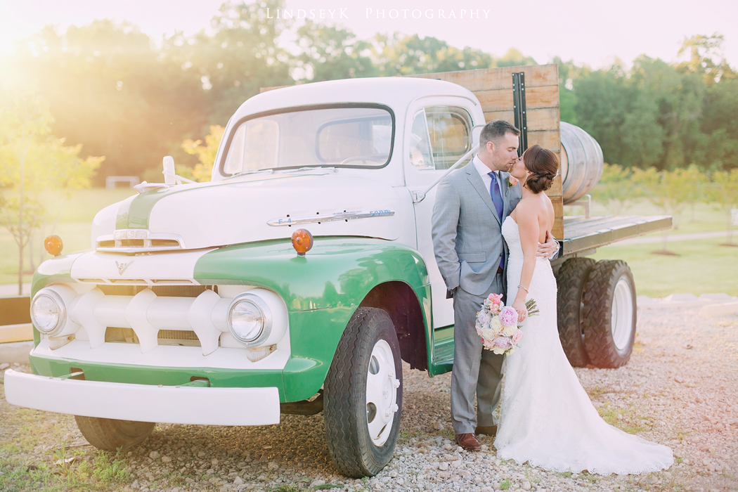vintage-ford-truck-for-wedding