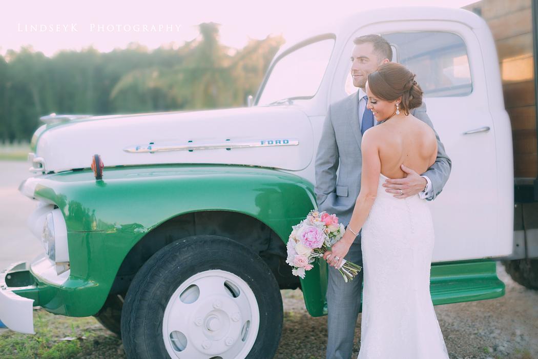 wedding-ford-truck
