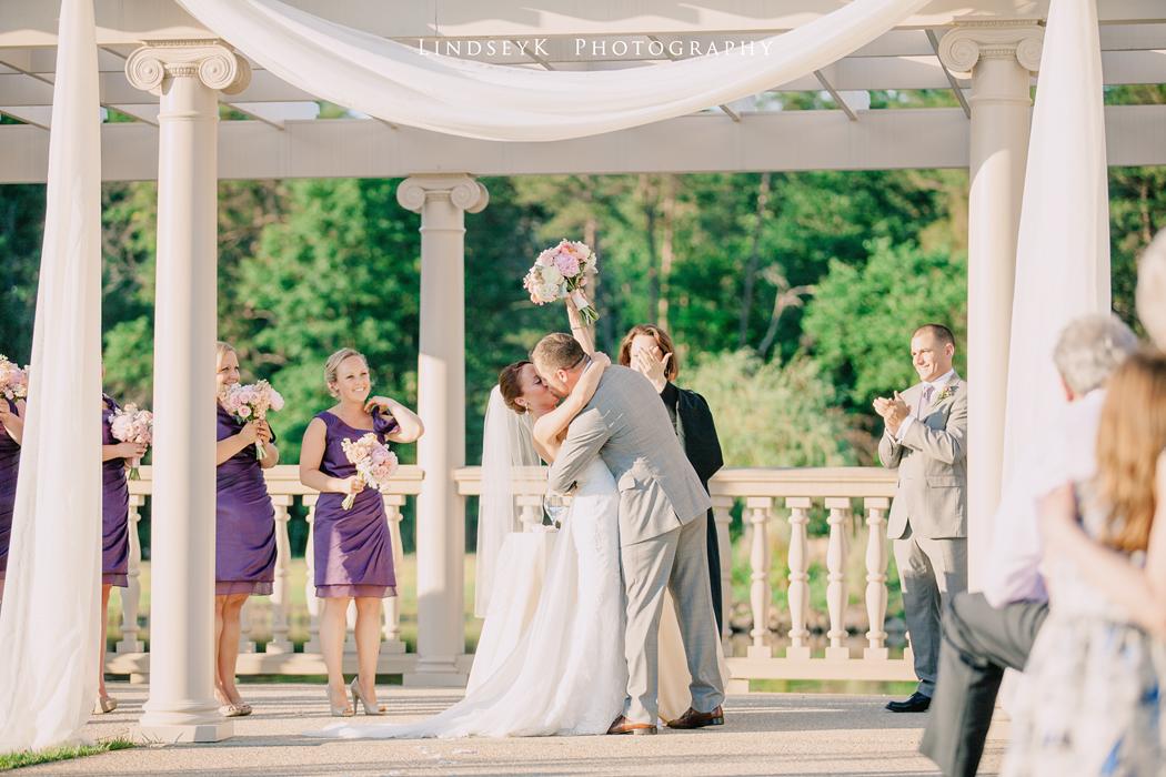 wedding-kiss-photo