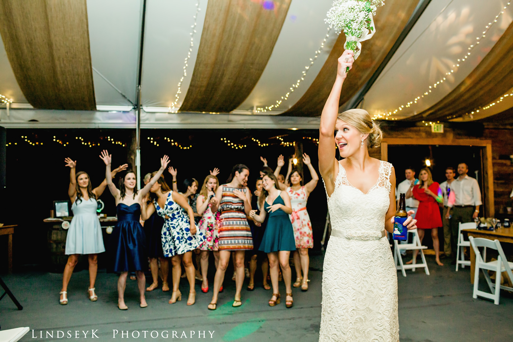 bouquet-toss.jpg