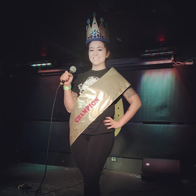 The first edition of Karaoke for a Cause was super fun! Thanks to everybody who came out on Monday and thanks to our judges 💜 and congrats to the champ @rebeccaportermusic 🏆🎊👑🎶· · · · · · #karaoke #champion #santababy #artmatters #karaokeforacause #artmobile #singing #performance #judgement #hburgrocks #hva #stonerollin #becca #rebeccaporter #winner #crown