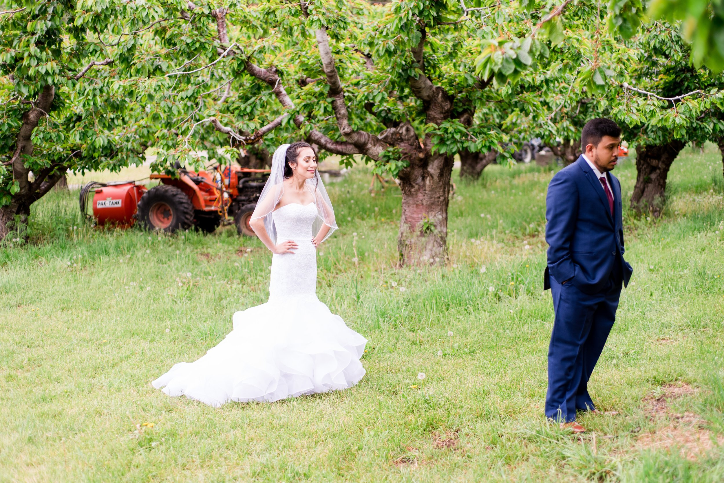 First Look - Wenatchee, Washington Hampton Hideaway White Barn Wedding - Wenatchee, Washington Wedding Photographer - Morgan Tayler Photo & Design - Tri Cities, Washington Wedding Photographer
