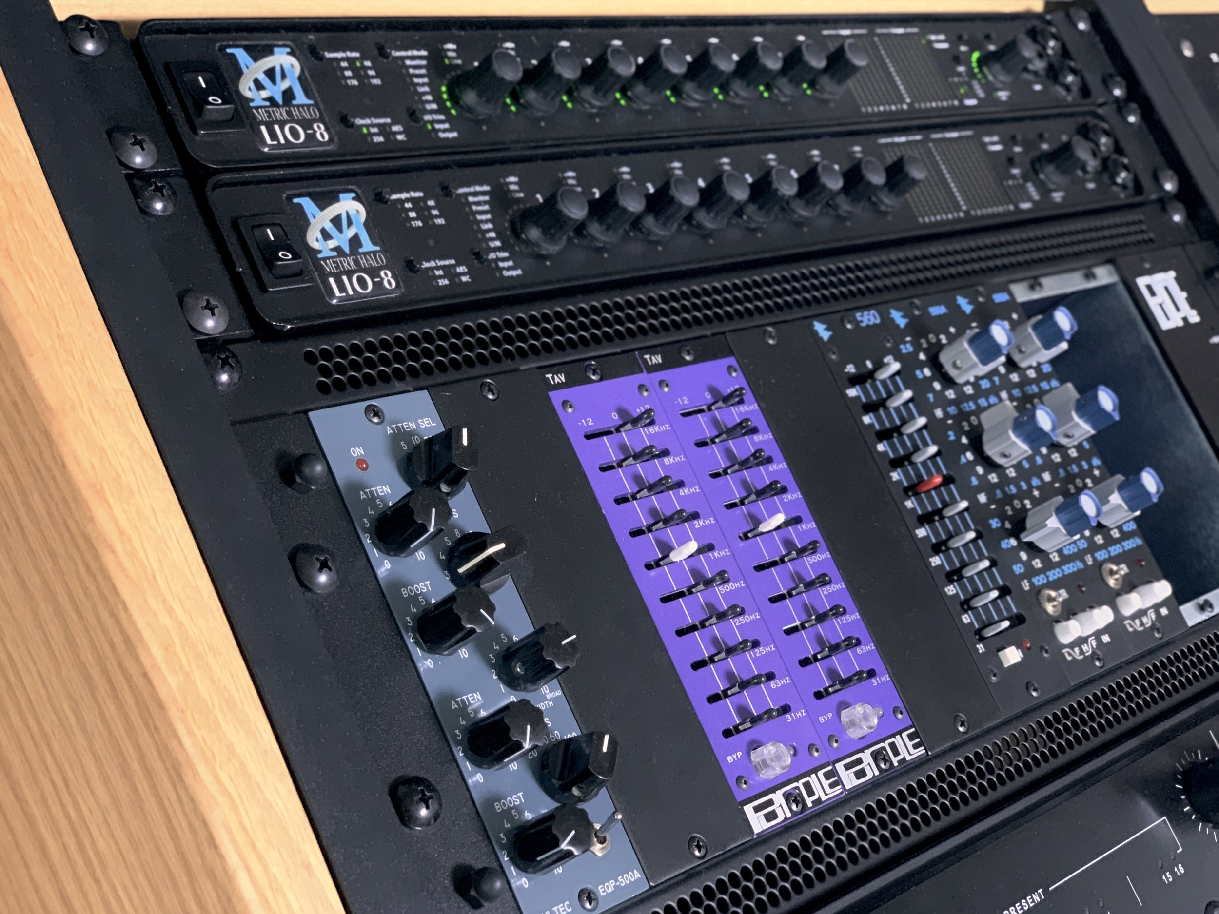 LIO-8 X2 MIXING DESK