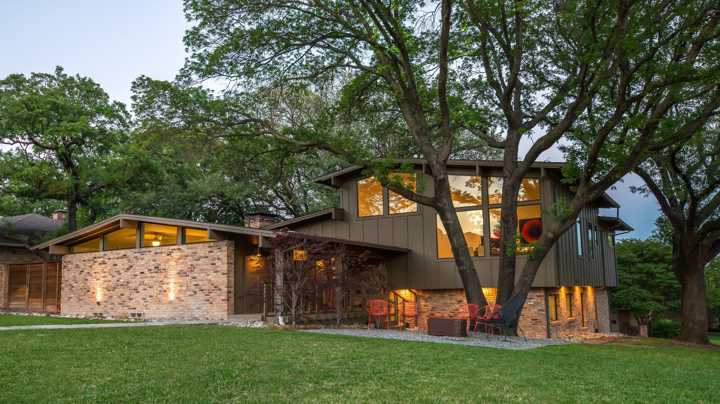DSC_0348 HR M-Gray Architecture Dallas Homes.jpg