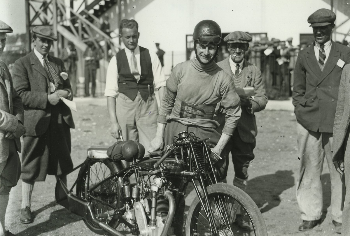 Above: FG Hicks on his 348cc Velocette in 1925. Winner of the 250cc and 500cc Brooklands Championships
