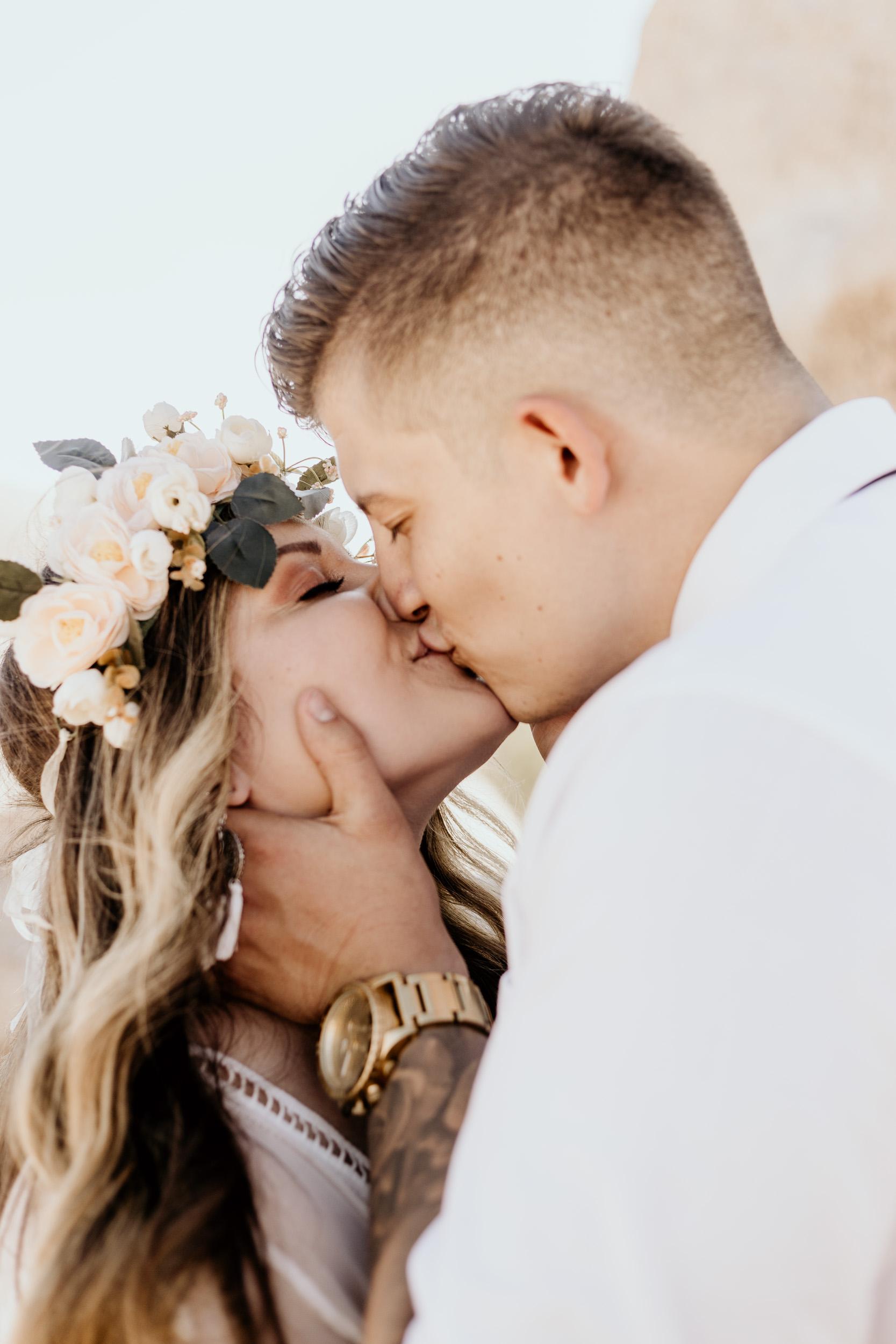 intimate-wedding-elopement-photographer-ottawa-joshua-tree-0577.jpg