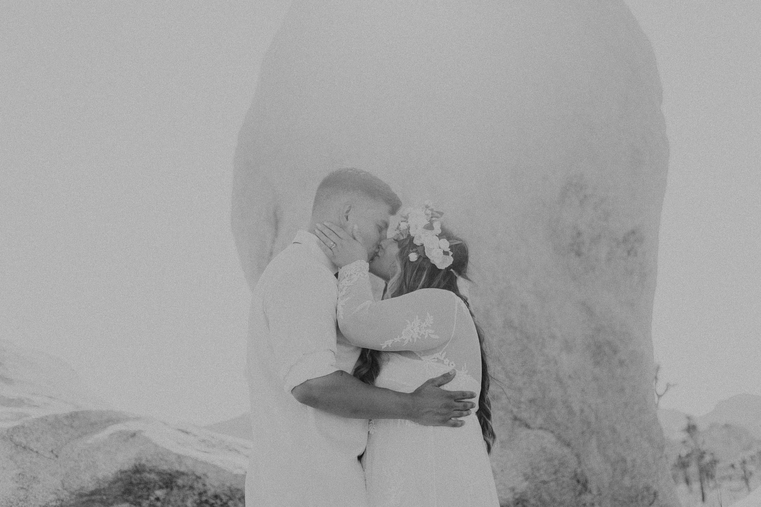 intimate-wedding-elopement-photographer-ottawa-joshua-tree-0634.jpg