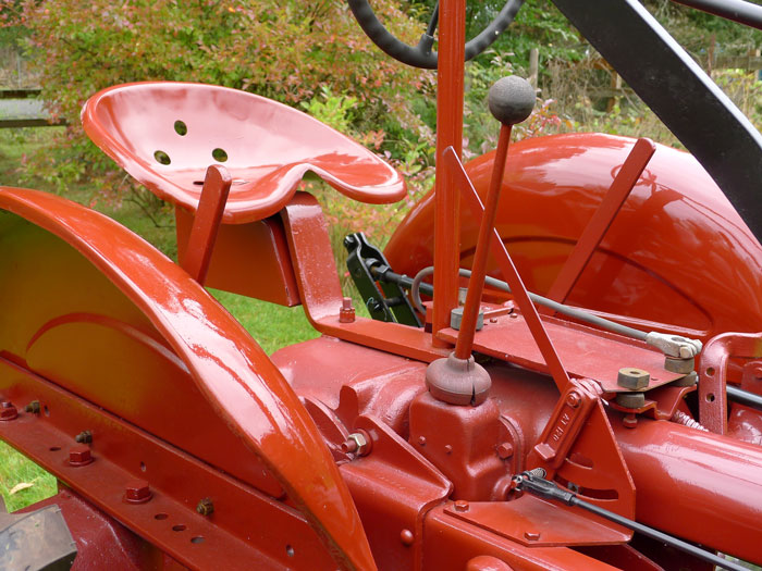 Al Down's 1945 B.F.Avery has a typical pan style seat but a rather rigid looking support.