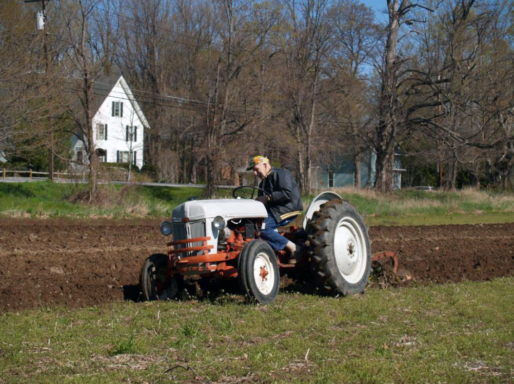To view a slideshow of one of the Western New York Two Cylinder Club's plow days click the image or  here .